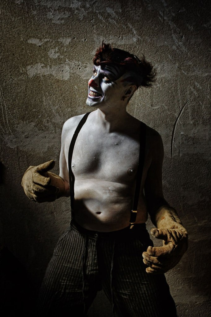 macabre-scary-clown-portraits-photography-clownville-eolo-perfido-99-20
